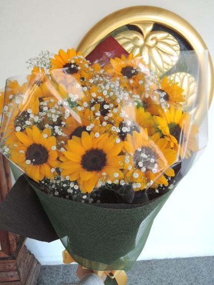 ひまわりとカスミソウの花束 HA-08のイメージ