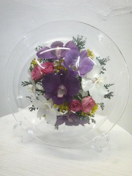 デンファレと胡蝶蘭のグラスブーケのイメージ