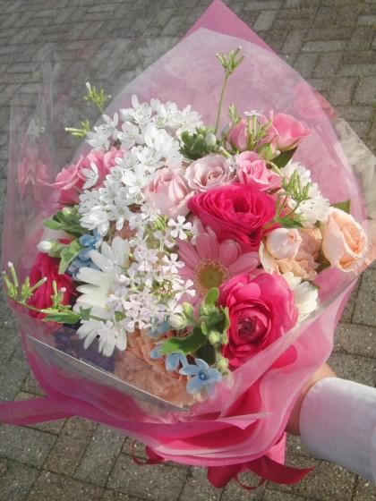 ラウンドブーケ風花束(ピンク系)のイメージ