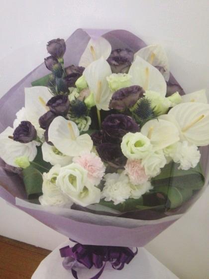 白・紫系花束のイメージ