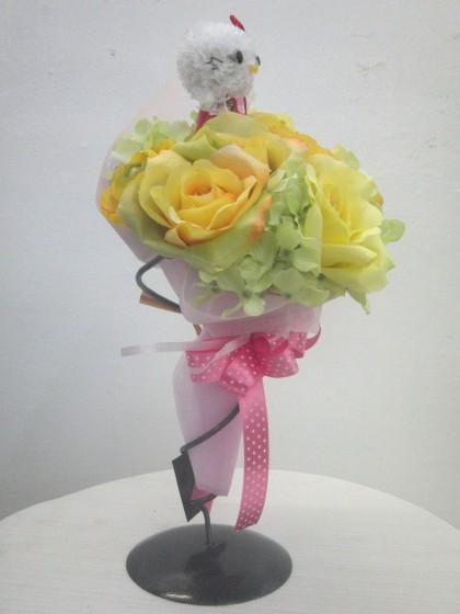キティーちゃんのアートフラワー花束のイメージ2