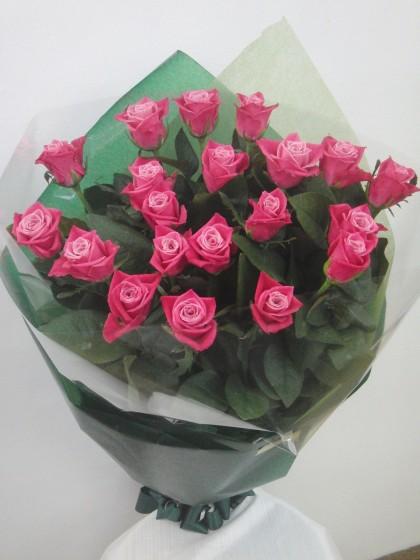 ピンクバラ(品種:タージマハル)の花束のイメージ