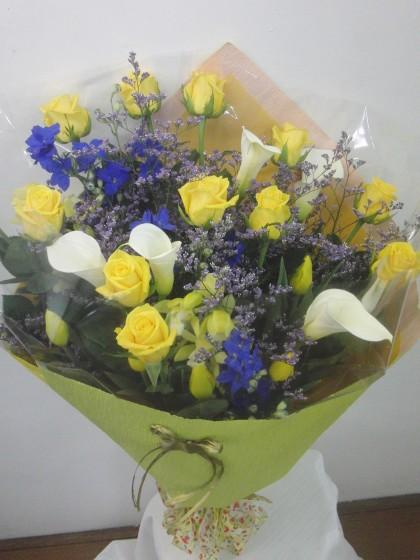 黄色・ブルー系の花束(Lサイズ)のイメージ