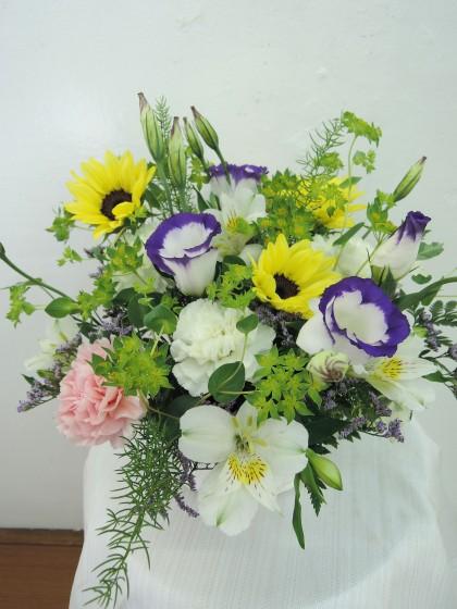 洋花のお供えアレンジメントのイメージ