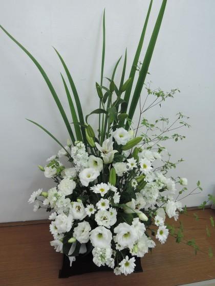 白上がり枕花アレンジ(台付き)のイメージ