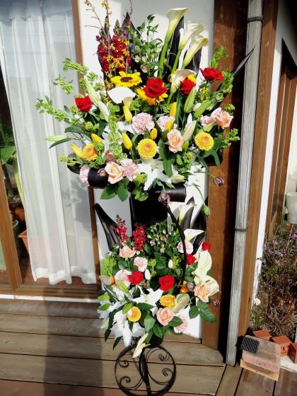 コンパクトな御祝スタンド花(2段)のイメージ