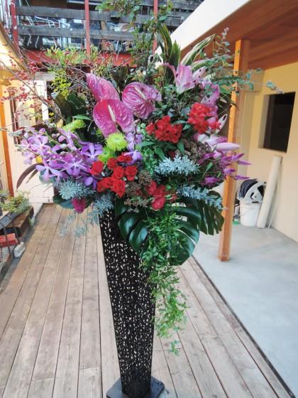 モダンな祝スタンド花のイメージ